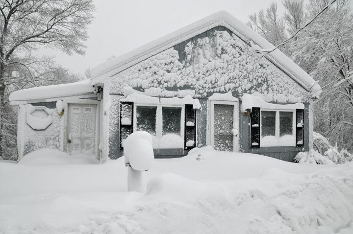 dom v snehu